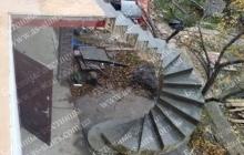 Криволинейная лестница из бетона наружная