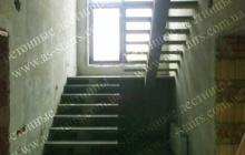 Бетонная лестница на 1 косоуре
