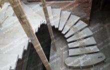 Поворотная бетонная лестница на 1 косоуре