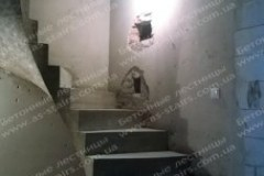 Драгоманова гладкоподшитая лестница из бетона