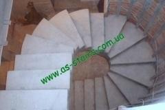 Буча поворотная лестницы в доме