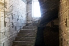 Дмитровычи поворотная гладкоподшитая лестница