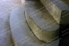Осокорки ступени бетонной лестницы