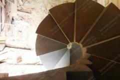 Украинка винтовая бетонная лестницы в доме