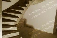 Монолитная П-образная лестница
