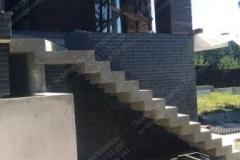 Таценки входная прямая лестница из бетона