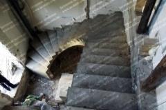 Монолитная бетонная лестница с поворотом