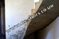 Монолитная прямая лестница в доме