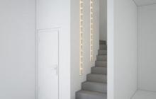 Бетонная лестница с перегородкой