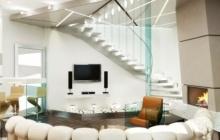 Элитная лестница из бетона в гостинной